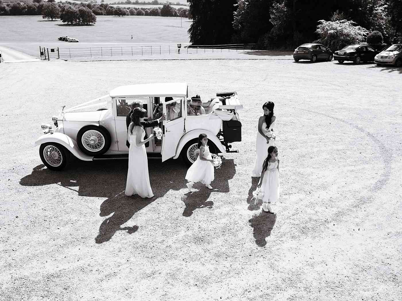 Bride and maids arriving for a Ragley hall wedding